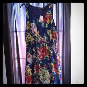 Never worn . Brand new with tags floral dress 😍
